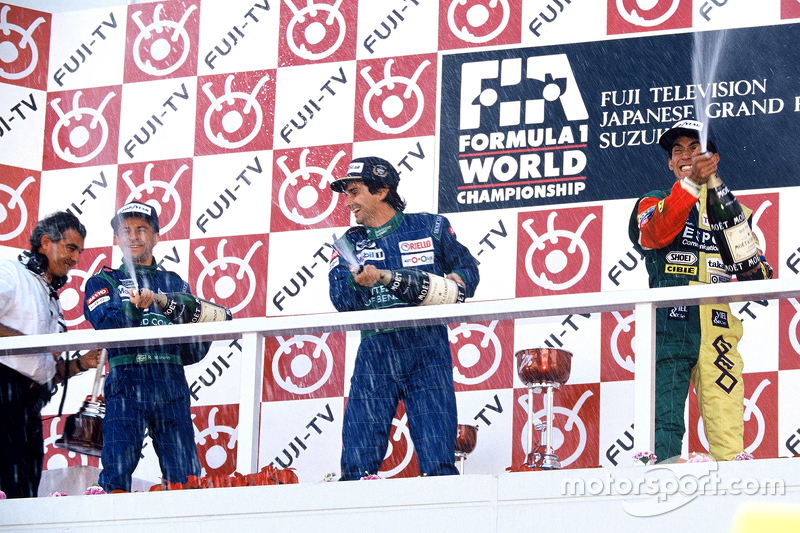 Podium: race winner Nelson Piquet, Benetton, second place Roberto Moreno, Benetton, third place Aguri Suzuki, Larrousse