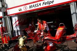 Scuderia Ferrari, garages