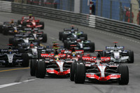 Start: Fernando Alonso, McLaren Mercedes, MP4-22, Lewis Hamilton, McLaren Mercedes, MP4-22 ve Felipe Massa, Scuderia Ferrari, F2007
