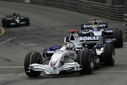 Nick Heidfeld, BMW Sauber F1 Team, F1.07 and Nico Rosberg, WilliamsF1 Team, FW29