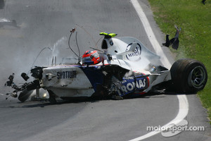 Robert Kubica, BMW Sauber F1 Team, F1.07, crashes very heavily in the race