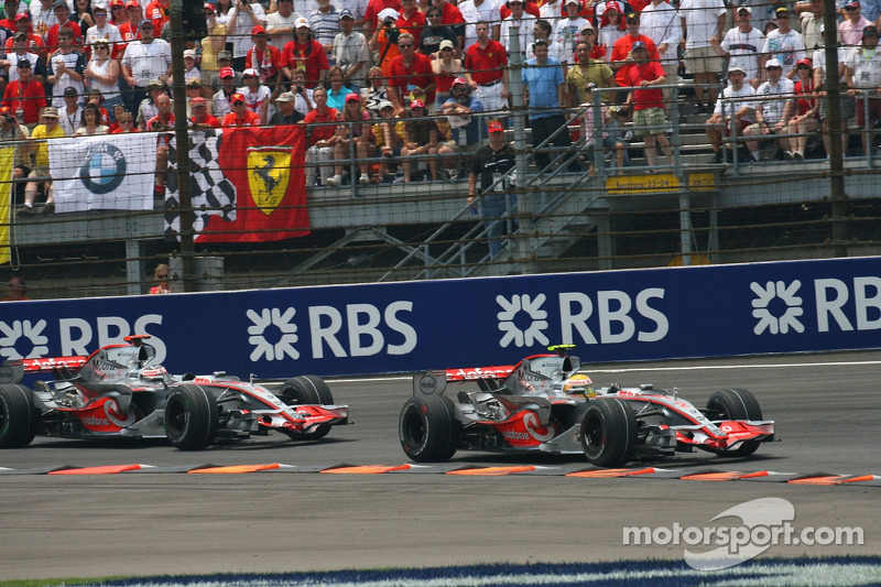 Fernando Alonso, McLaren Mercedes, MP4-22 y Lewis Hamilton, McLaren Mercedes, MP4-22
