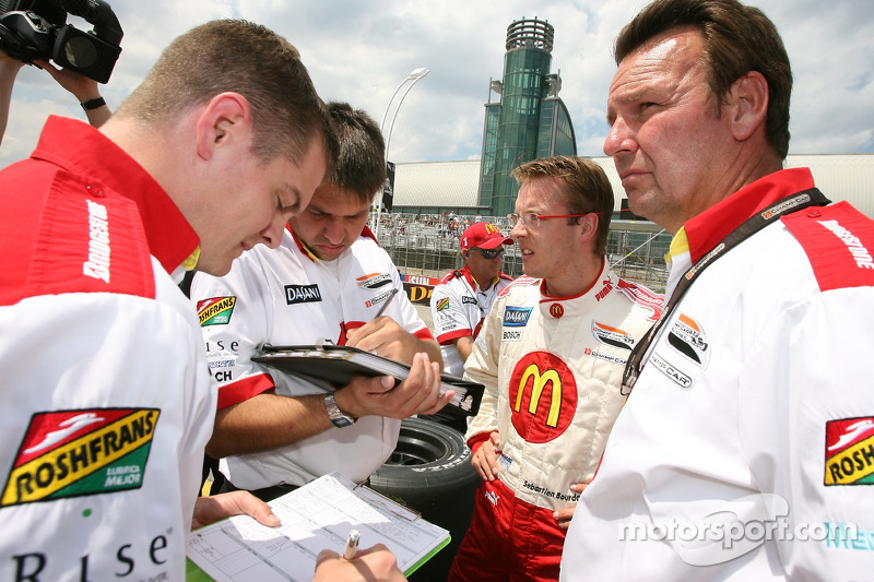 Technical debriefing for Sébastien Bourdais