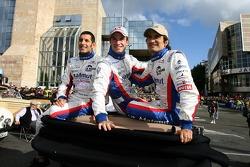 Soheil Ayari, Stéphane Ortelli and Nicolas Lapierre look at the Hawaiian Tropic girls in the following car