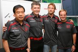 Shuhei Nakamoto, Kıdemli Teknik Direktörü, Nick Fry, Honda Racing F1 Team, Şef Sorumlusu, Jenson Button, Honda Racing F1 Team ve Rubens Barrichello, Honda Racing F1 Team