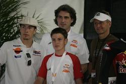 Nicky Hayden, Kevin Schwantz, et Cameron Beaubier lors de la conférence de presse pour la coupe des débutants Red Bull