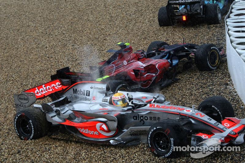 Dreher: Lewis Hamilton, McLaren MP4-22
