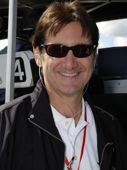 Ron Fellows around for advice
