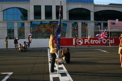 Photographers photograph the grid practice