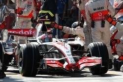Fernando Alonso, McLaren Mercedes, MP4-22 pit stop