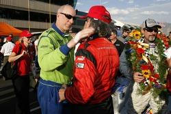 Tracy Krohn congratulates Bob Stallings for his 2007 championship