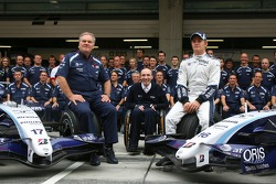 Williams F1 Team, takım fotoğrafı, Patrick Head, WilliamsF1 Team, Direktör, mühendising, Sir Frank Williams, WilliamsF1 Team, Takım Şefi, Direktörü, Takım Patronu ve Nico Rosberg, WilliamsF1 Team