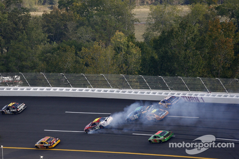 Herbst 2007: Crash mit Elliott Sadler, Tony Raines, Greg Biffle, Michael Waltrip