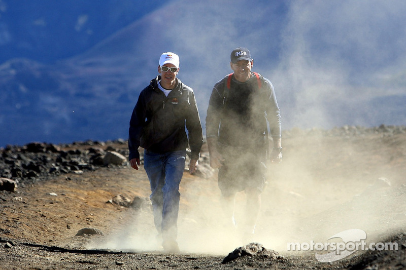 Себастьян Феттель, Scuderia Toro Rosso на Гаваях (Національний парк Халікала) з тренером Скоттом Санчесом