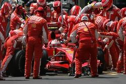 Kimi Raikkonen, Scuderia Ferrari, F2007 pit stop