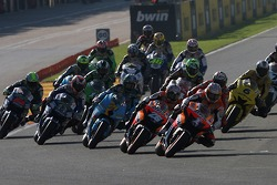Start: Nicky Hayden and Dani Pedrosa battle for second place