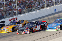 Jamie McMurray leads David Stremme and Tony Raines