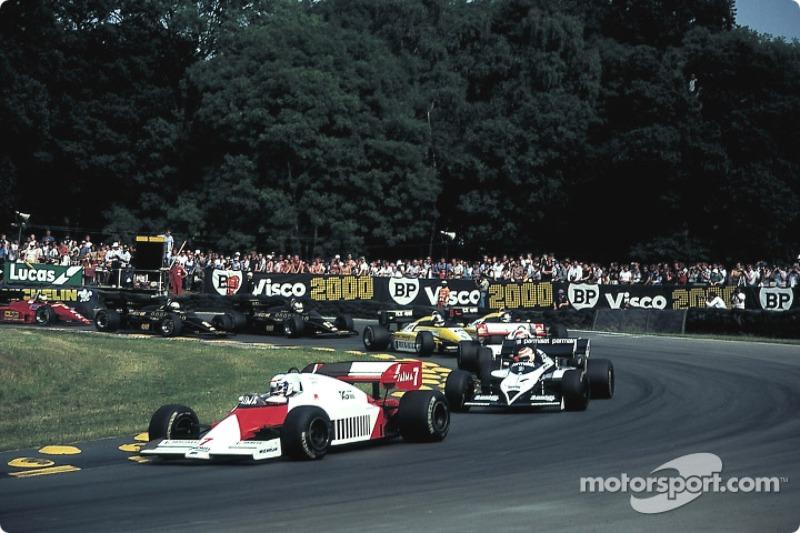 Arrancada: Prost lidera al grupo