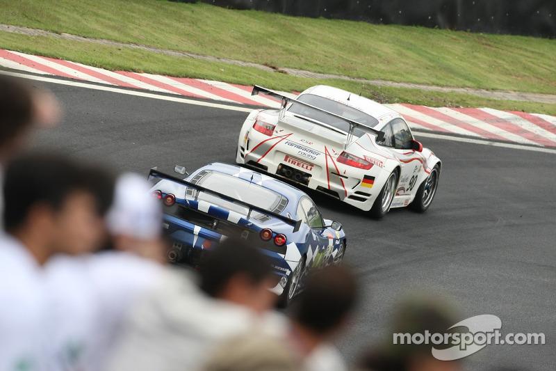#90 Farnbacher Racing Porsche 997 GT3 RSR: Dirk Werner, Pierre Ehret, Lars Erik Nielsen, #99 JMB Racing Ferrari F430 GT: Ben Aucott, Philipp Peter, Rob Bell