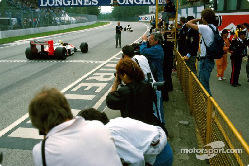 Ayrton Senna remporte la victoire