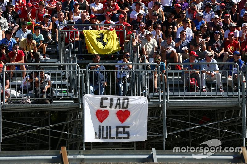 Bei den Formel-1-Fans bleibt Bianchi unvergessen, wie hier in Monza ...