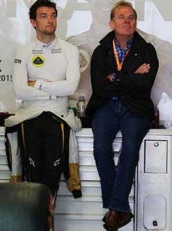 乔伦·帕尔默,路特斯车队储备车手,与他的父亲乔纳森·帕尔默