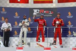 Podium 2. Rennen: 1. Jordi Gene, SEAT Leon, Team Craft-Bamboo LUKOIL; 2. Stefano Comini, SEAT Leon, Target Competition; 3. Pepe Oriola, SEAT Leon, Team Craft-Bamboo LUKOIL