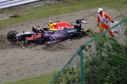 De Red Bull Racing RB11 van Daniil Kvyat na crash kwalificaties