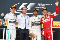 Podio: il vincitore della gara Lewis Hamilton, Mercedes AMG F1 Team, il secondo classificato Nico Rosberg, Mercedes AMG F1 Team, il terzo classificato Sebastian Vettel, Ferrari