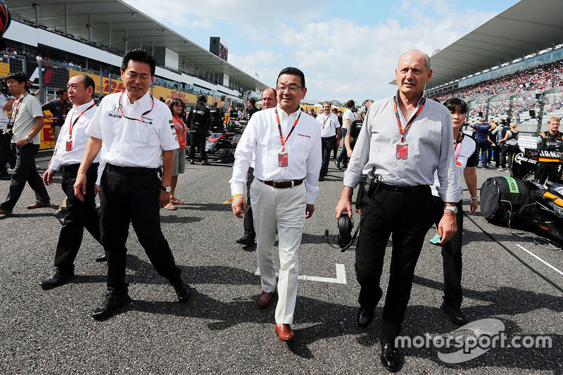 Yasuhisa Arai, Honda Motorsport Chief Officer with Takahiro Hachigo, Honda CEO and Ron Dennis, McLaren Executive Chairman on the grid