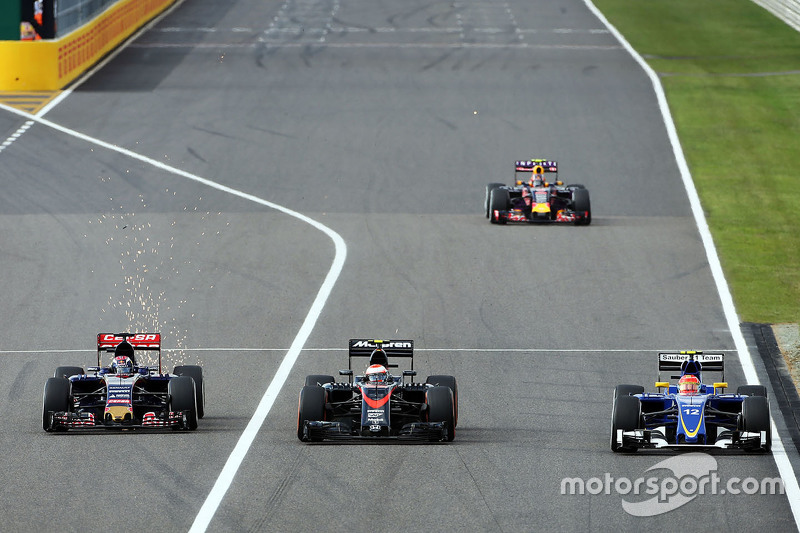 Max Verstappen, Scuderia Toro Rosso STR10, Jenson Button, McLaren MP4-30 and Felipe Nasr, Sauber C34 battle for position