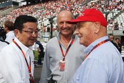 Takahiro Hachigo, CEO de Honda con Ron Dennis, McLaren, y Niki Lauda, Mercedes.