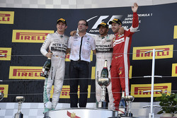 Lewis Hamilton, de Mercedes AMG F1 Team, el segundo lugar Nico Rosberg, de Mercedes AMG F1 Team, tercer lugar, Sebastian Vettel, Ferrari