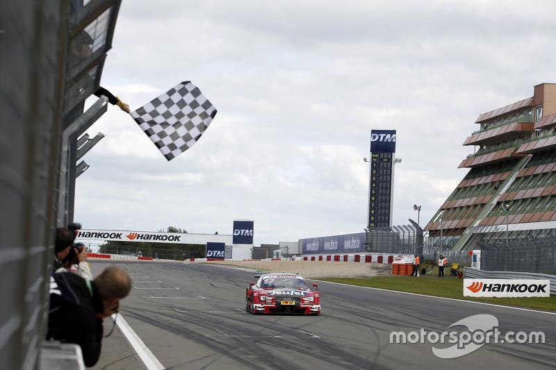 Victoria en Nurburgring en la segunda manga de 2015