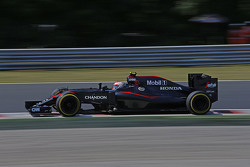 Jenson Button, McLaren MP4-30 con su nuevo patrocinador Chandon