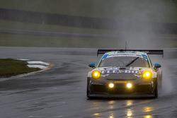 #44 Magnus Racing Porsche 911 GT America: John Potter, Andy Lally, Robert Renauer