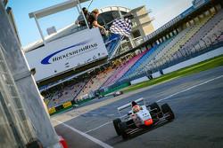 Kazanan Louis Deletraz, Josef Kaufmann Racing