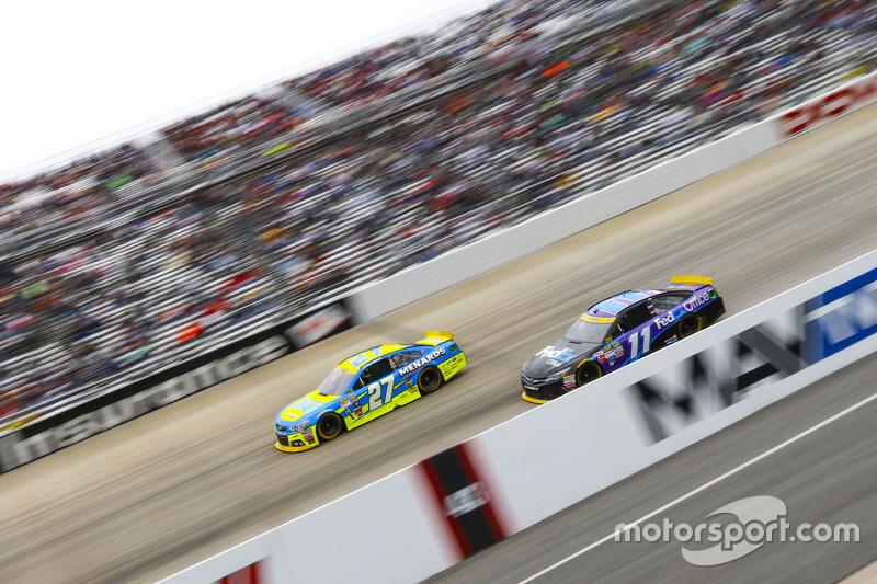 Пол Менард, Річард Чілдресс Racing Chevrolet та Денні Хемлін, Joe Gibbs Racing Toyota