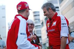 Себастьян Феттель, Ferrari, Берни Экклстоун и Маурицио Арривабене, руководитель команды Ferrari