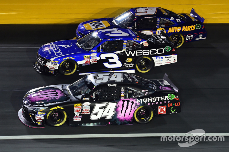 Kyle Busch, Joe Gibbs Racing Toyota, Ty Dillon, Richard Childress Racing Chevrolet and Chase Elliott