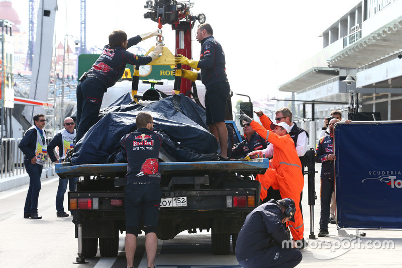 The Scuderia Toro Rosso STR10 of Carlos Sainz Jr., Scuderia Toro Rosso is recovered back to the pits on the back of a truck after he crashed in the third practice session