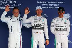 Квалификация: Валттери Боттас, Williams, третий, Нико Росберг, Mercedes, победитель и Льюис Хэмилтон