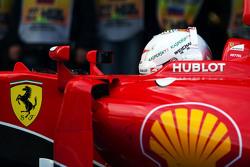 Sebastian Vettel, Ferrari SF15-T en parc ferme