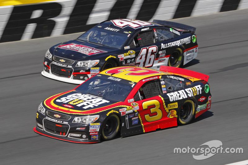 Michael Annett, HScott Motorsports Chevrolet and Austin Dillon, Richard Childress Racing Chevrolet