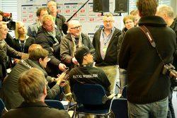 Паскаль Верляйн общается с журналистами после выигранного титула