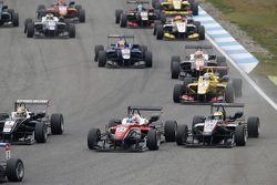 Maximilian Günther, Prema Powerteam Dallara Mercedes-Benz en Alexander Sims, HitechGP Dallara Merced