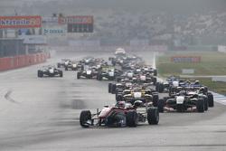 Race 3 Start: Felix Rosenqvist, Prema Powerteam Dallara Mercedes-Benz leads