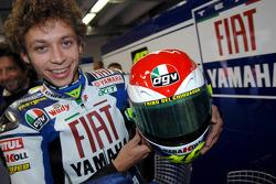 Valentino Rossi dengan helm spesial