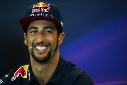 Daniel Ricciardo, Red Bull Racing  en la conferencia de prensa de la FIA