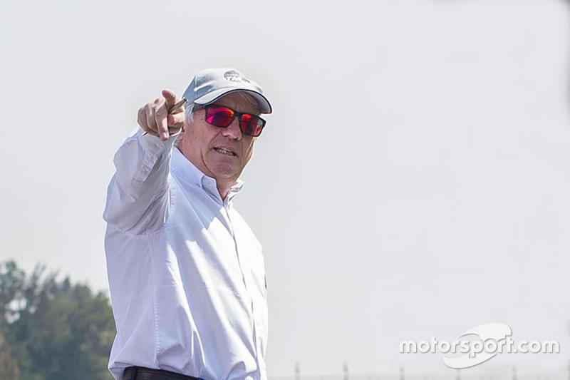 Charlie Whiting, Renndirektor der Formel 1, bei der Streckenabnahme in Mexiko-Stadt